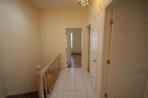444RENT-2 Bdrm+DEN on Robie Avail FEB- Close to the Commons!