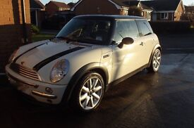 Mini cooper 2004 same female owner 7 yrs service hist mot new clutch black roof, stripes on bonnet