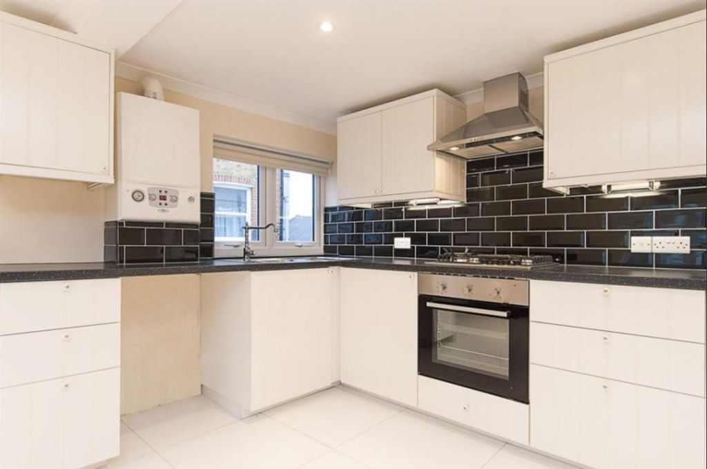 Newly Renovated Conversion Apartment Moments From Tooting BR Station - SW17.