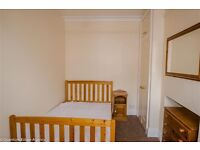 double room in three person house share southbank rent £325