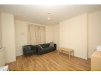 Recently Refurbished Spacious 2 Double Bed Flat, Opposite Elephant & Castle Station, SE1
