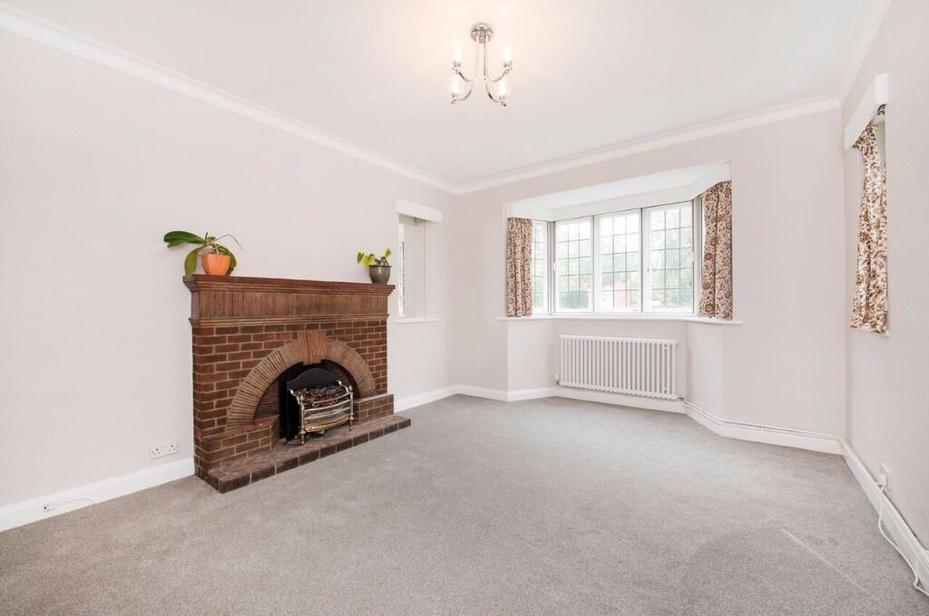 Four Bedroom Two Bathroom Detached House to rent in Ealing Furnished or Unfurnished Available Now
