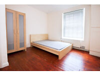Extra-large double room available in Kennington
