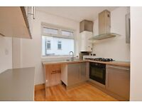 Very good size 3 bedroom flat in East Ham part dss acceptable with guarantor