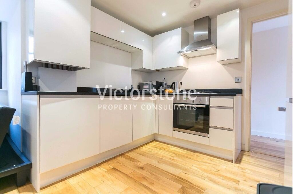 MODERN NEW 3 BEDROOM FLAT OLD STREET WITH RECEPTION £650 per week