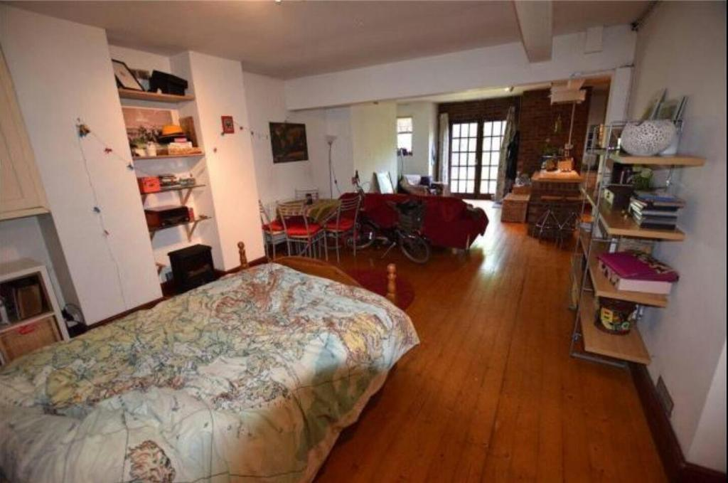 Double Studio Basement Apartment, All Bills Inc. Armley Leeds