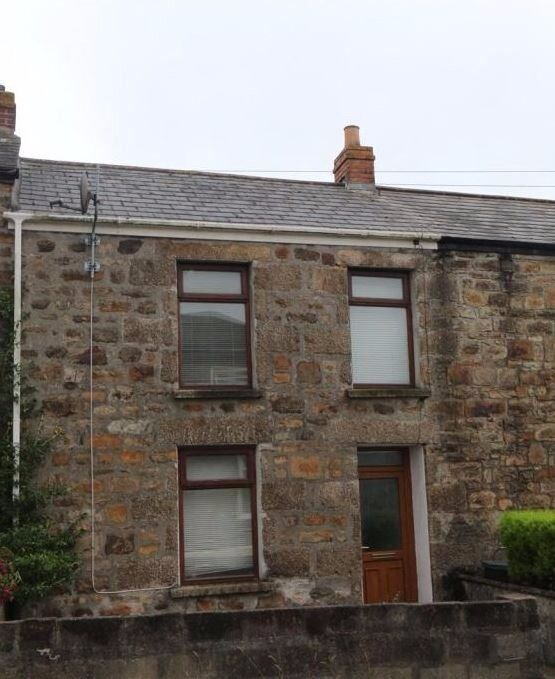 Traditional 2 Bed Cottage for Rent in Camborne Town Centre