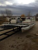 trade 20 foot  wieres pontoon boat 25 hp merc
