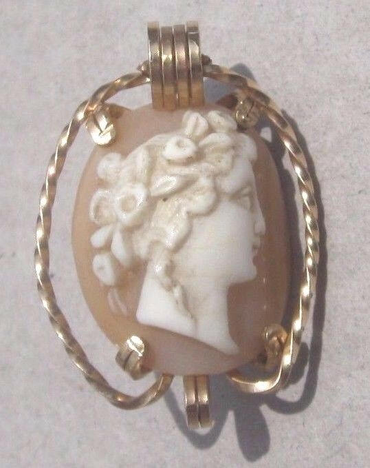 Lovely Antique Carved Shell Cameo Pin