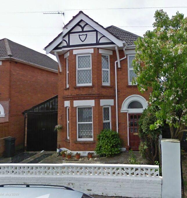 LARGE 4/5 BEDROOM DETACHED HOUSE, LARGE GARDEN, PARKING, DSS CONSIDERED