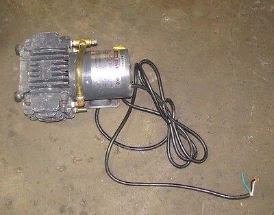 Ulvac Dat-100s Single Stage 100v 200w 14 Hp 110lmin Diaphragm Vacuum Pump