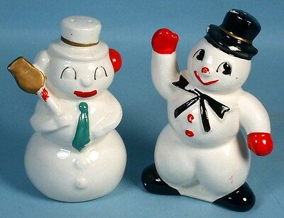 Christmas Snowman Salt & Pepper Shaker Figural Ceramic Set with Cork Plugs 1950s