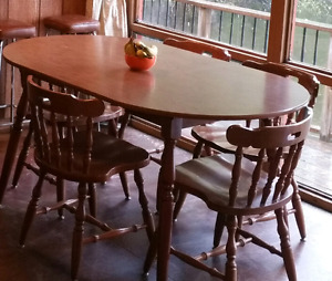Kitchen table with 4 solid  chairs