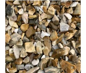 Golden gravel 20mm 30kg per bag