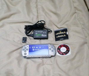 Psp 2000 CFW and 2 movies plus memory