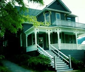 Beautiful 2 bedroom unit in heritage home