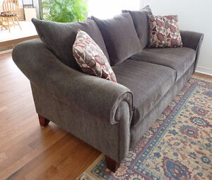 Chenille sofa buy sell items tickets or tech in for Sectional sofa kijiji brampton