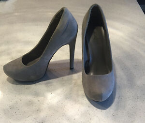 Forever 21 Grey Suede Pumps
