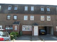 A large 4 bedroom furnished town house available in Victoria Street, PO1 4NS - available 1st July