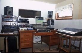 ***FULL TIME - NOT PART SHARE*** £450 pcm BRIGHT MUSIC STUDIO / PRODUCTION ROOM IN NORTH LONDN