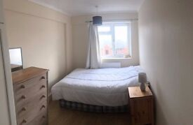 2 LARGE BRIGHT ROOMS JUST 2 MINUTES TO BERMONDSEY TUBE STATION