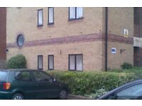 Studio Flat, ground floor, own parking.Town Centre. Private front entrance