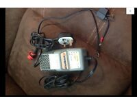 OPTIMATE 3 , Battery Optimiser Desulphating-Charger. With Crocodile clips and Permanent bike lead