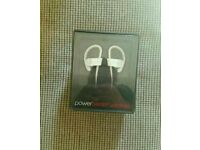 DR DRE POWER BEATS 2 WHITE SEALED NEW