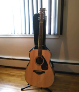 Yamaha 12 String Acoustic Guitar with Case