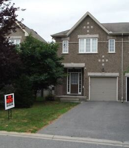 Lovely spacious end unit townhome, located in Bridlewood Kanata