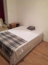 Bedsit available in master room in Ilford / Barking