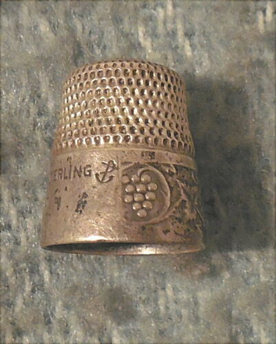 Antique Sterling Sewing Thimble Stern Bros Anchor Mark Grapes Leaf Vine Pattern
