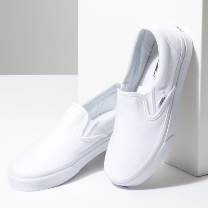NEW IN THE BOX VANS CLASSIC SLIP-ON TRUE WHITE VN000EYEW00 F