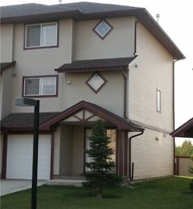 Executive 4 Bedroom Townhouse with Utilities included