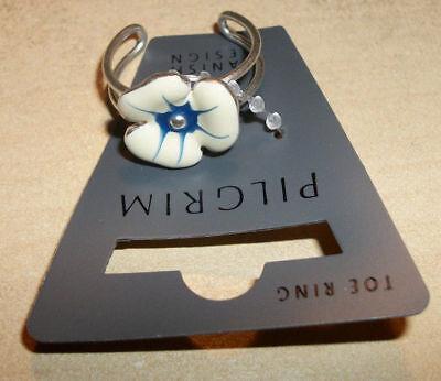NEW PILGRIM SKANDERBORG, DENMARK Blue & White Flower Toe Ring in Metallic Base