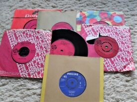 FOR SALE: THE SEARCHERS AND HERMAN HERMIT SINGLES FROM THE 60'S. NO REASONABLE OFFER REFUSED