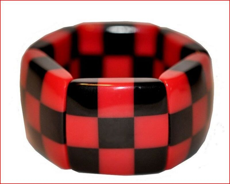 FRENCH CHUNKY DECO SHAPE CHECKERED RESIN EXPANDABLE STRETCHY BRACELET BLACK RED
