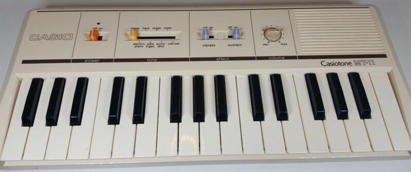 VINTAGE Casio CASIOTONE MT-11 KEYBOARD synthesizer WORKS 80s portable