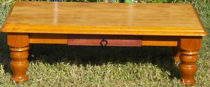 solid wood coffee table in good conds, clear coat/restored, 1.2m