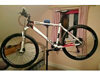 """Calibre Two Two V2 Bike Mtb Size 18"""" Only done 50 miles on Road"""
