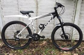 GT Aggressor xc2 Mountain Bike Hydraulic Disc Brakes EXCELLENT CONDITION