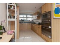 SPACIOUS THREE BED APARTMENT AVAILABLE IN PIMLICO ZONE 1 - BAALCONY - FURNISHED- SOME BILLS INCLUDED