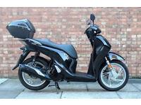 Honda SH 125 (17 REG) in black, *NEW SHAPE*, *KEYLESS KEY* One owner, Only 1600 Miles!