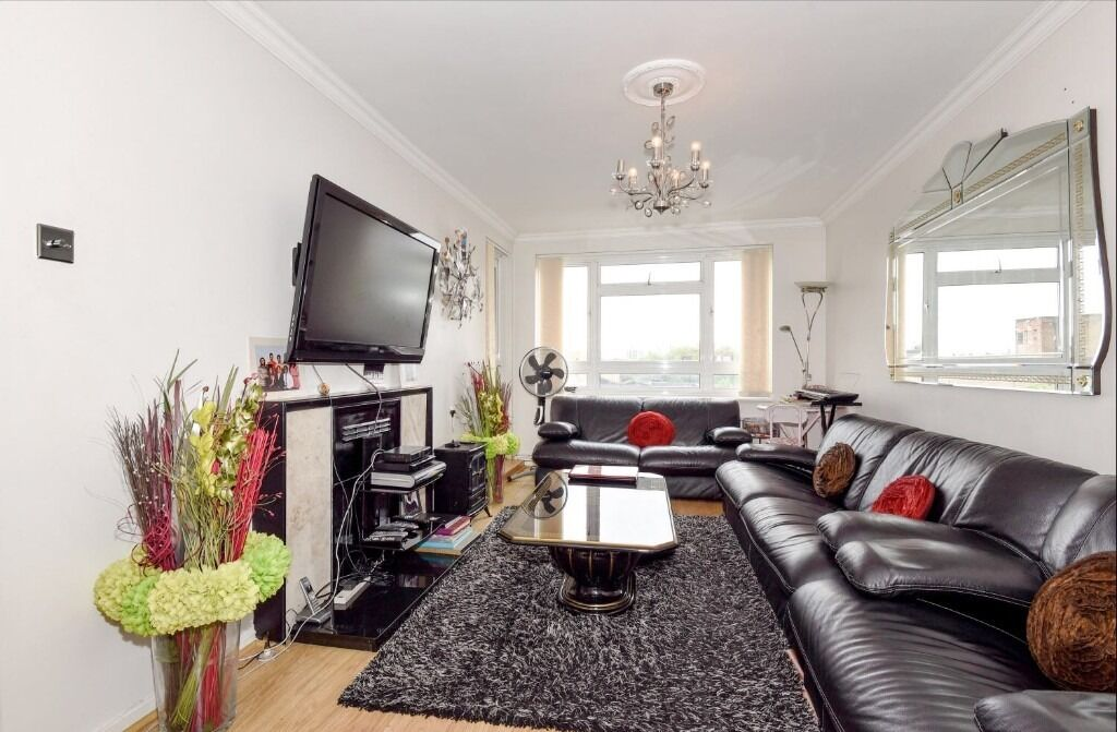 Huge 3 bedroom property in Brixton near the station!