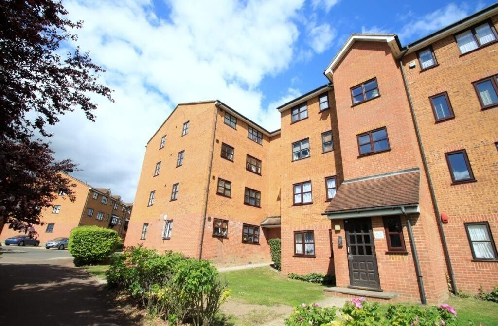 Modern Brand Newly refurbished 1 Bedroom flat situated close to New Cross Station