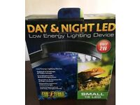 Day and night led reptile light