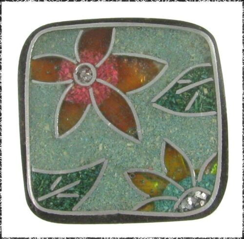 LG Squarish Button, Flowers with Embedded Color Bits Outlined w/ Wire, Polyester