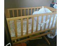 Gliding crib with bumper set and sheets