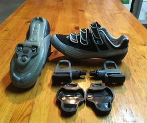 "Women""s Cycling Shoes with pedals , clips and  covers"