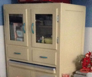 WANTED:  Kitchen cabinet like one in photo